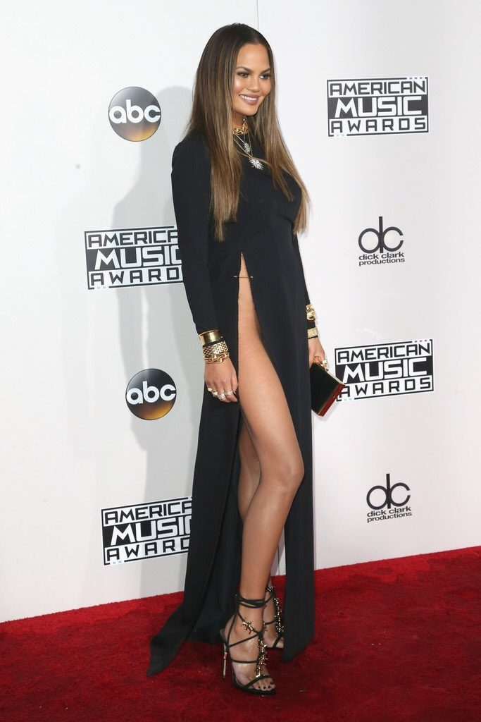 Chrissy -Teigen-2016-american-music-awards-redcarpet