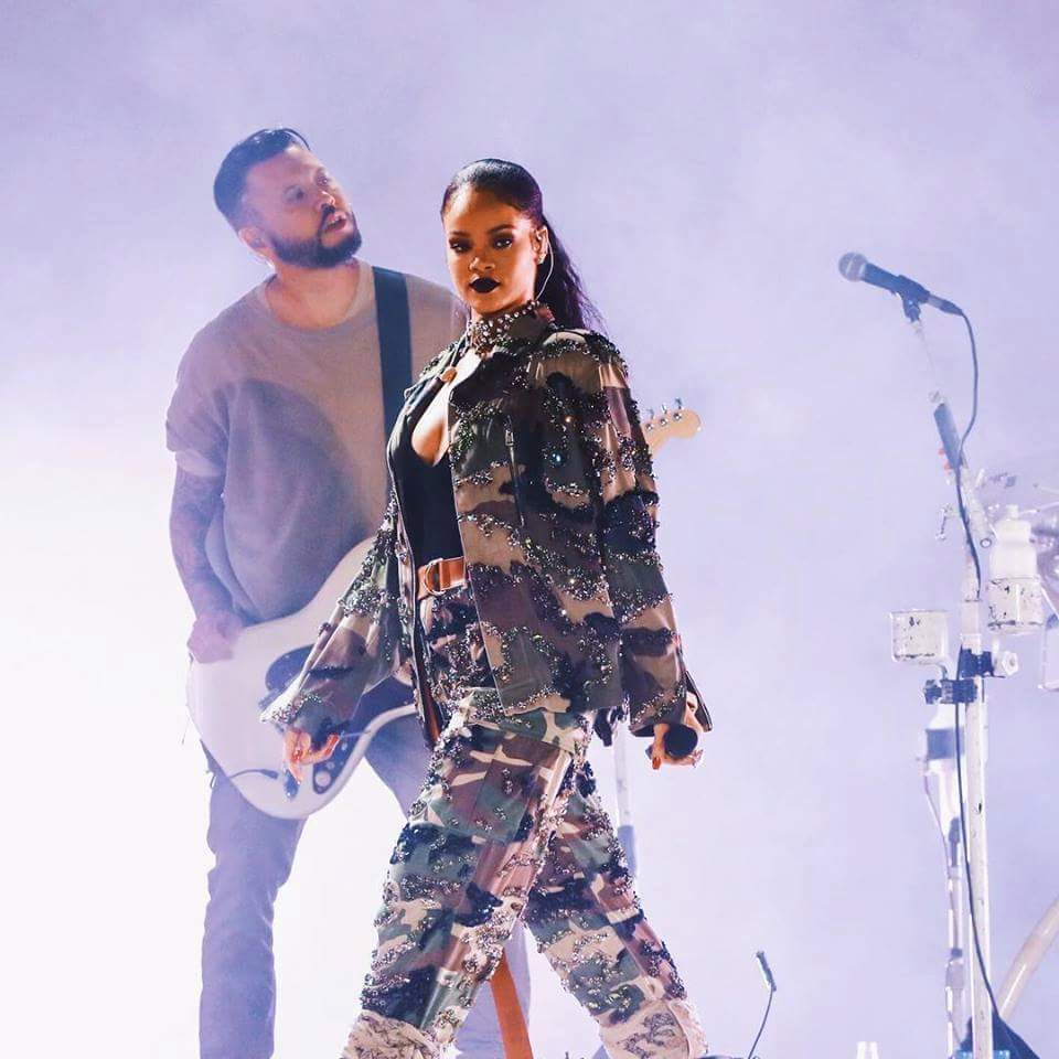 rihanna-in-alexandre-vauthier-performing-at-f1-grand-prix-concert-in-abu-dhabi