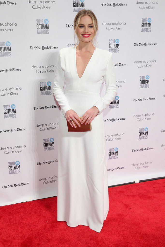 margot-robbie-in-calvin-klein-collection-at-the-2016-ifp-gotham-independent-film-awards