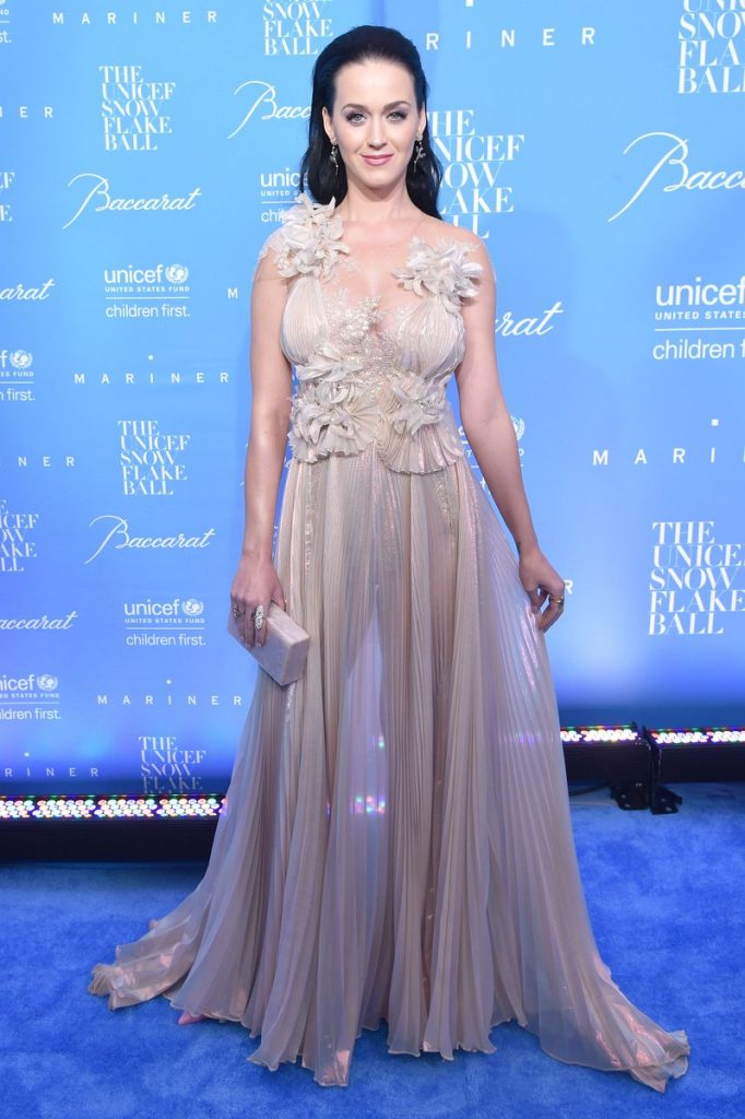 katy-perry-in-marchesa-at-the-2016-unicef-snowflake-ball