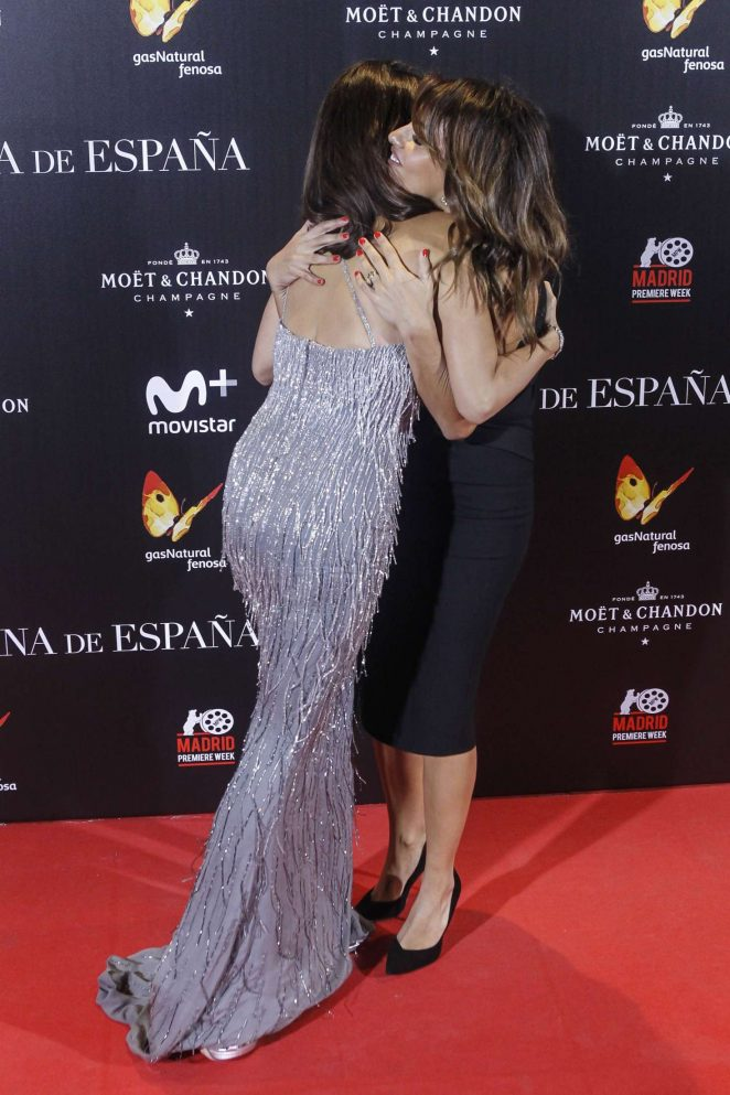 penelope-cruz-the-queen-of-spain-premiere-02-662x993