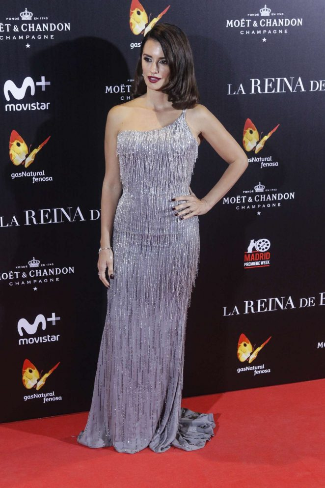 penelope-cruz-the-queen-of-spain-premiere-18-662x993