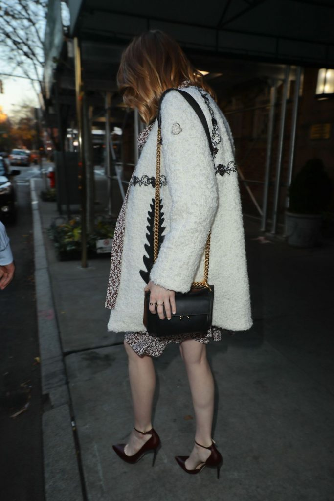 emma-stone-arrives-at-good-morning-america-in-new-york-11-28-2016_11