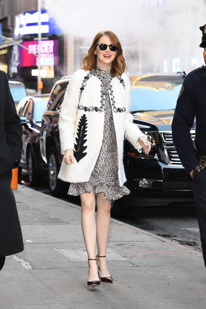 emma-stone-arrives-at-good-morning-america-in-new-york-11-28-2016_4