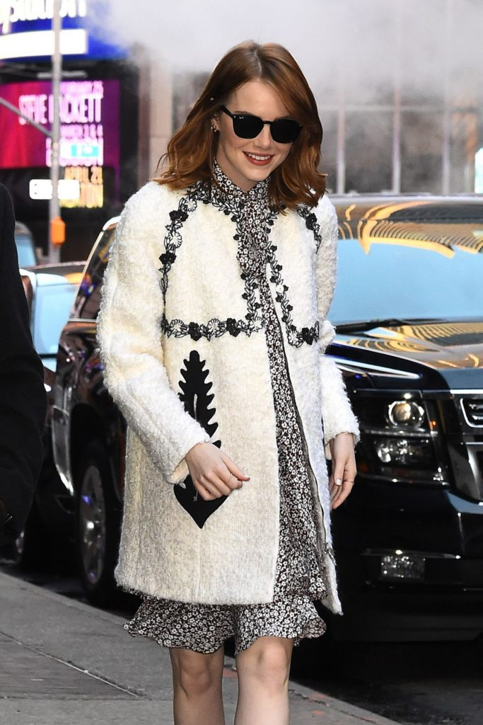 emma-stone-arrives-at-good-morning-america-in-new-york-11-28-2016_6