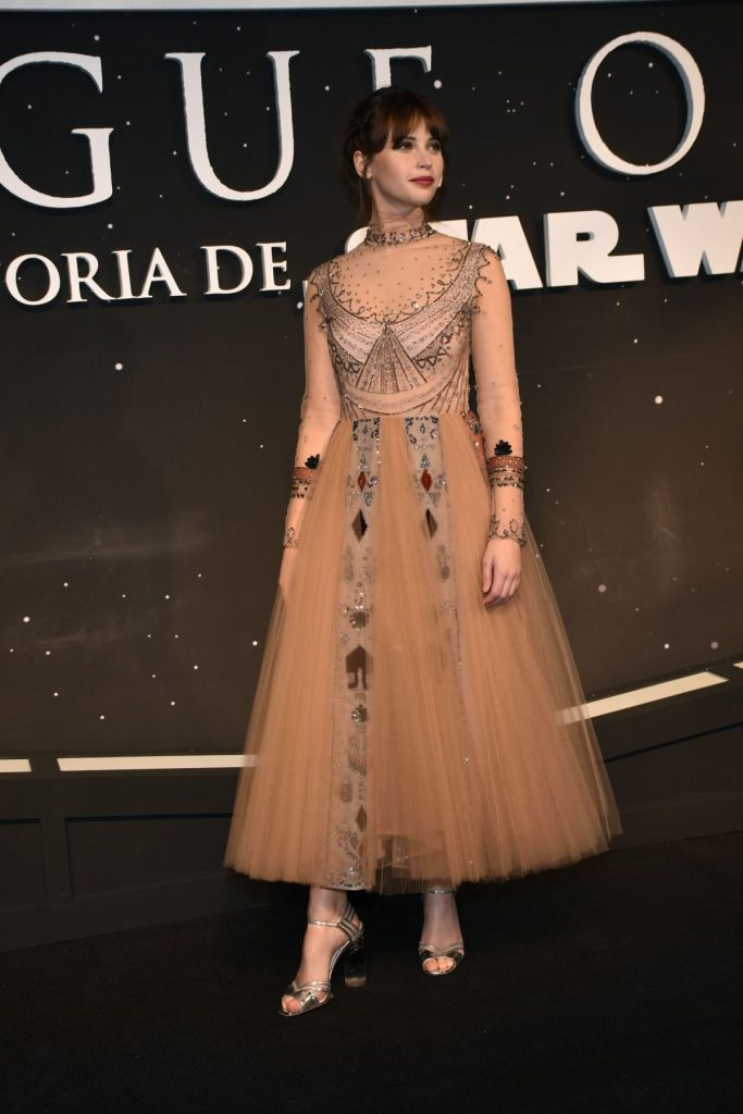 felicity-jones-at-rogue-one-a-star-wars-story-fan-event-in-mexico-city-11-22-2016_5-1
