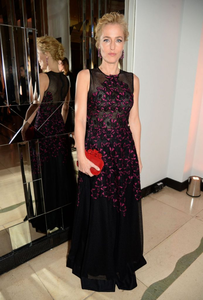 gillian-anderson-harper-s-bazaar-women-of-the-year-awards-in-london-10-31-2016-6-1