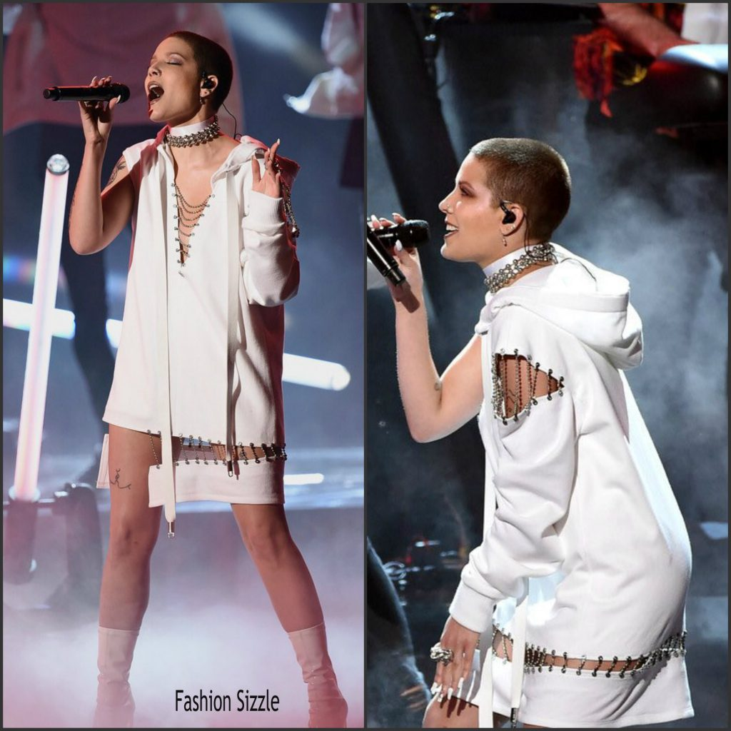 halsey-in-bryan-hearns-performing-at-the-2016-american-music-awards-1024×1024