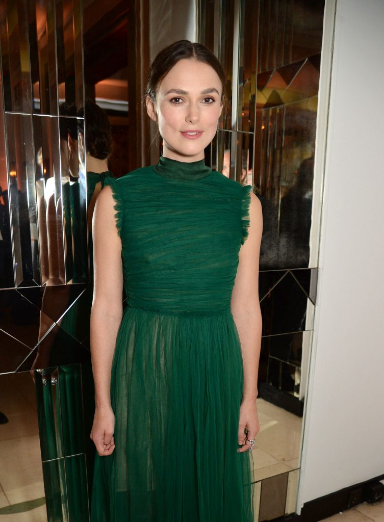 keira-knightley-harpers-bazaar-women-of-the-year-awards-in-london-103116-2