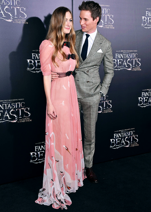 eddie-redmayne-hannah-bagshawe-at-fantastic-beasts-new-york-pemiere