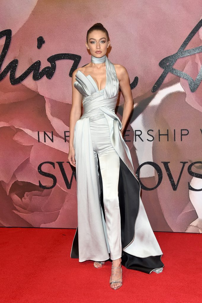 gigi-hadid-in-atelier-versace-at-the-2016-british-fashion-awards