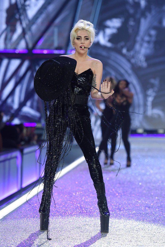 lady-gaga-at-2016-victoria-secret-fashion-show-in-paris