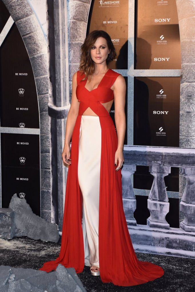kate-beckinsale-in-vionnet-at-the-underworld-blood-wars-mexico-city-premiere