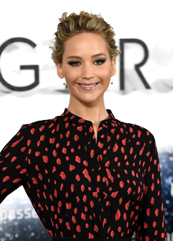 jennifer-lawrence-in-proenza-schouler-at-the-passengers-london-photocall