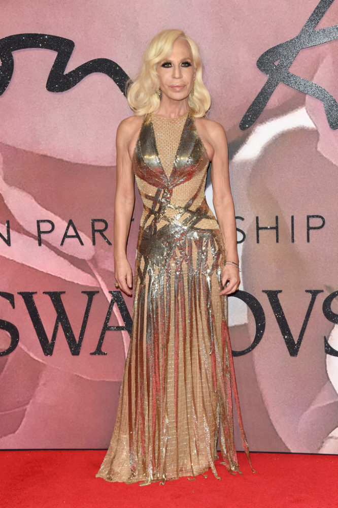 fashionawards2016redcarpetarrivals-donatella-666x1000