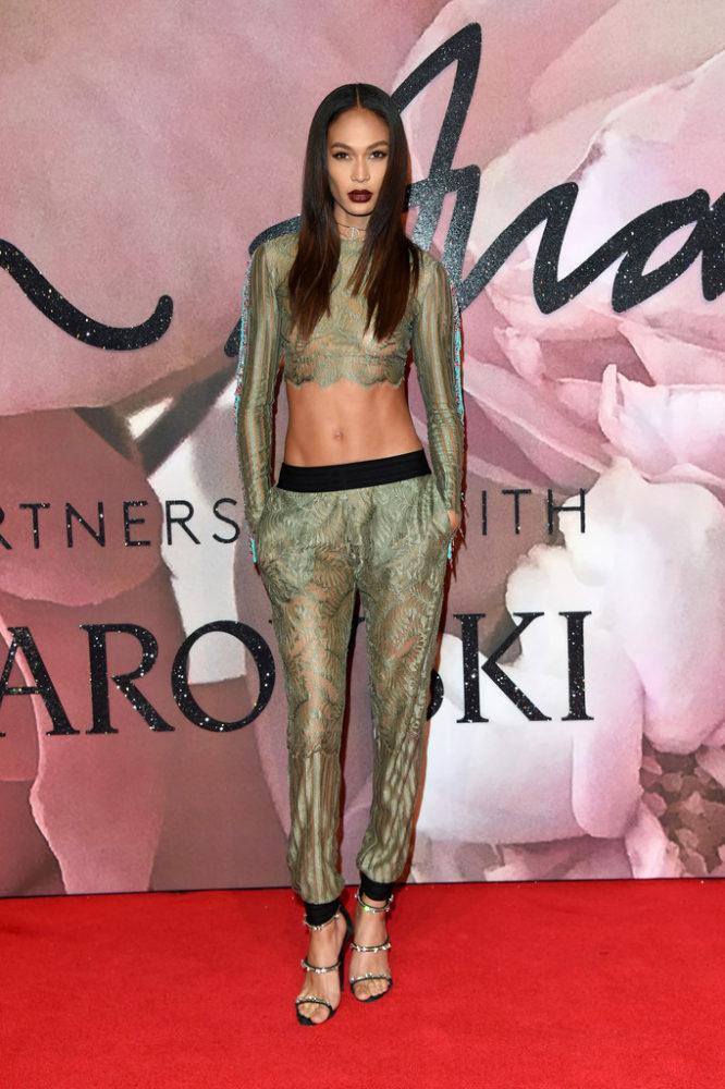 FashionAwards2016RedCarpetArrivals-joan-smalls-666×1000
