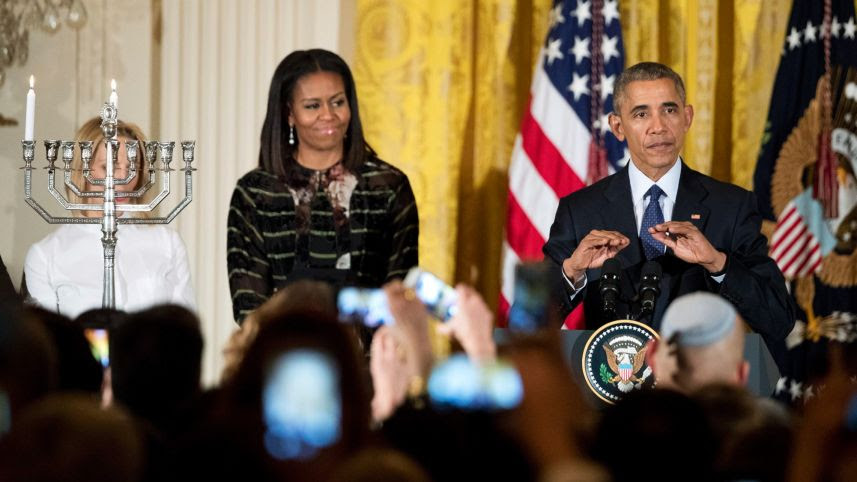 Michelle-Obama-wore-Yoko-London-pearl-earrings