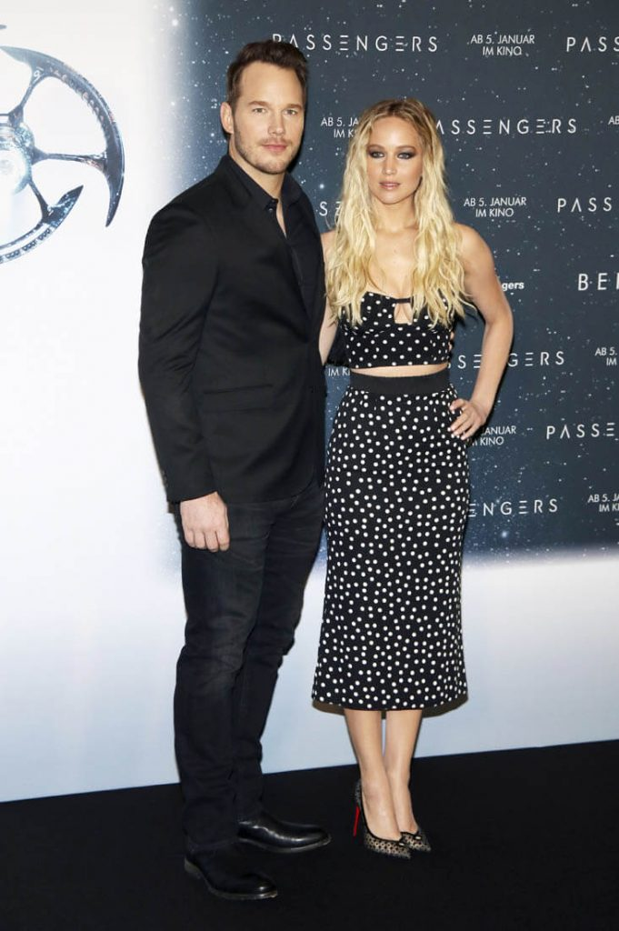 \jennifer-lawrence-in-dolce-gabbana-at-the-passengers-berlin-photocall