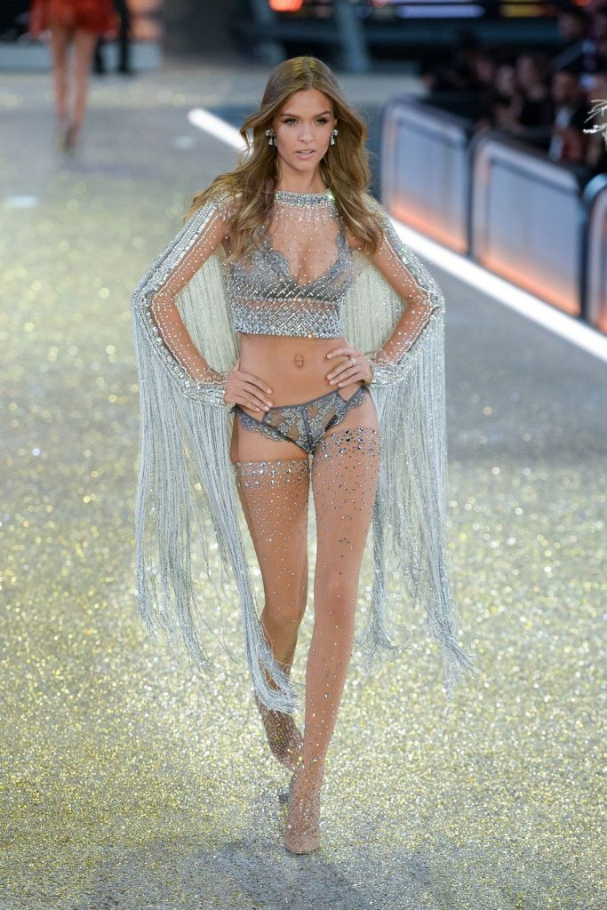 Josephine- Skriver-2016-victoria-secret-fashion-show