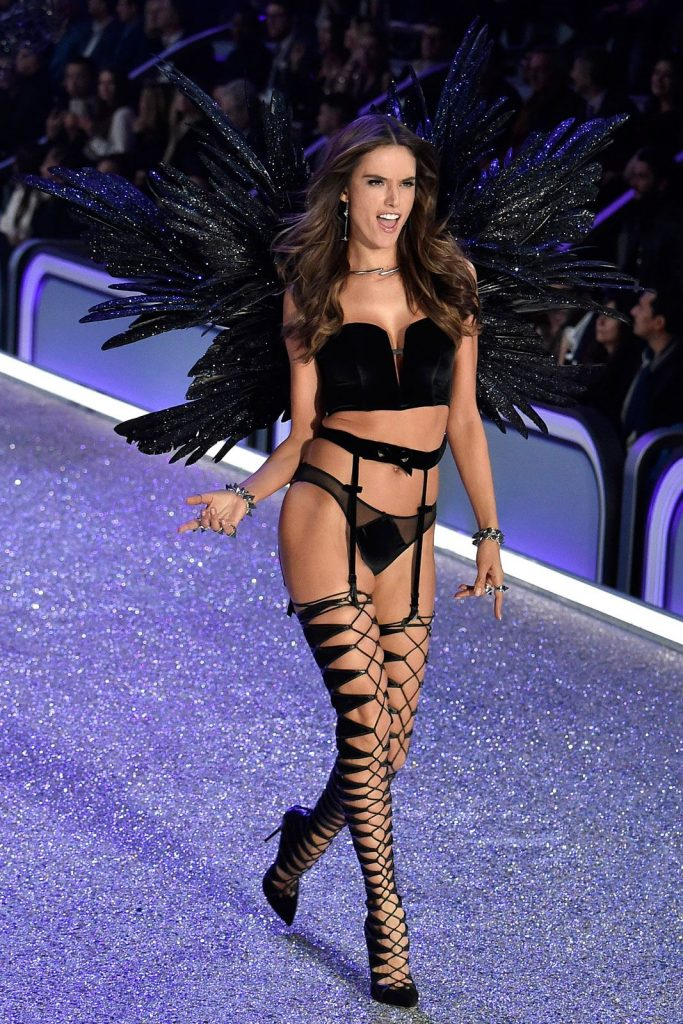 Alessandra- Ambrosio-2016-victoria-secret-fashion-show