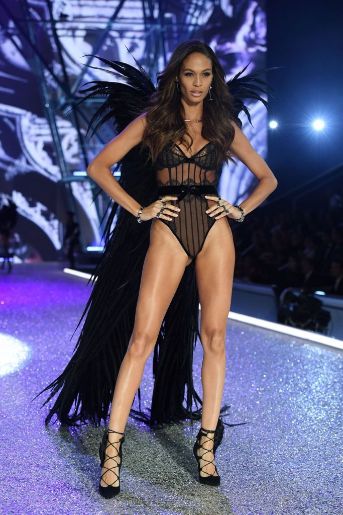 joan-smalls-2016-victoria-secret-fashion-show