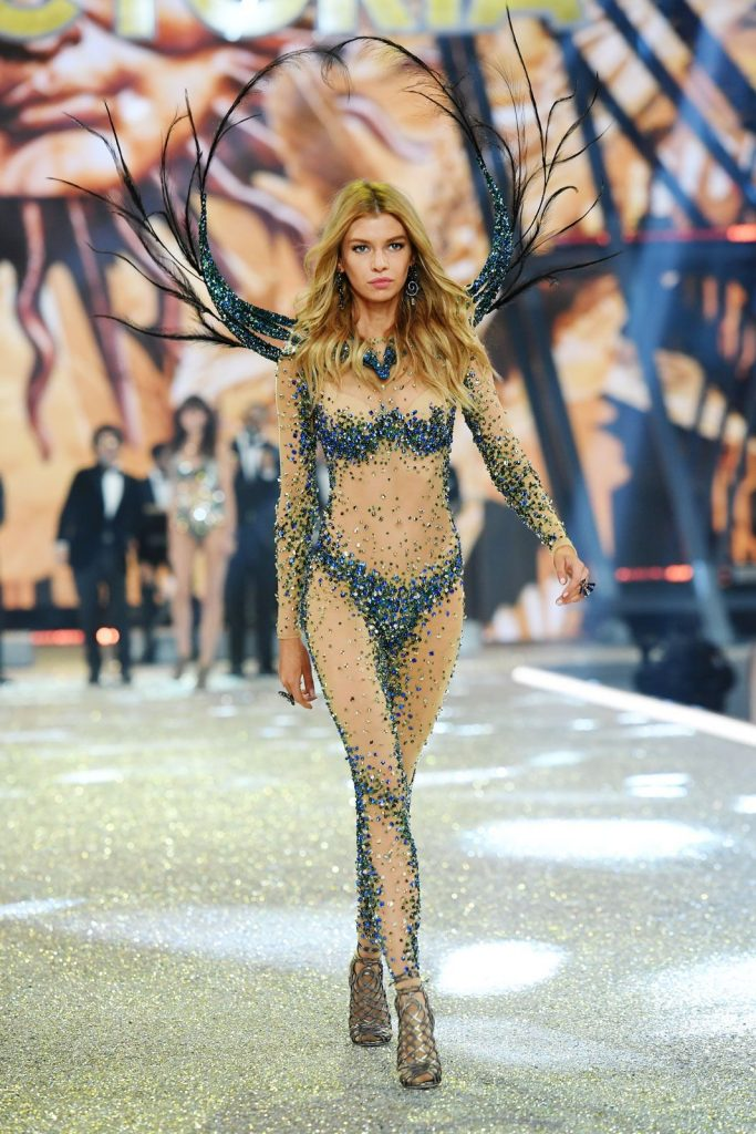 Stella -Maxwell--2016-victoria-secret-fashion-show