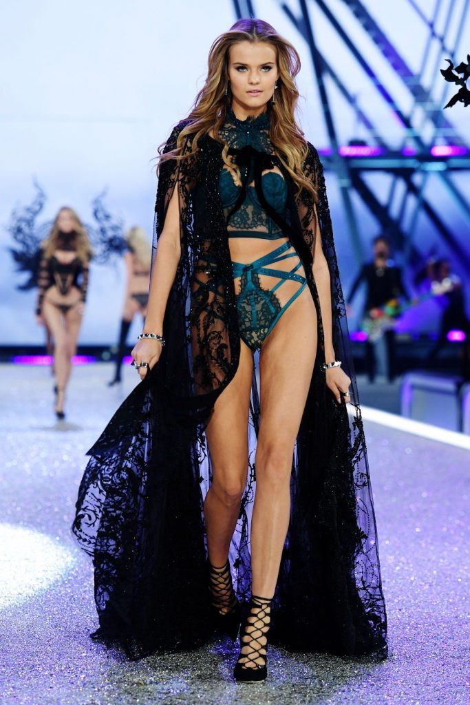 Kate -Grigorieva-2016-victoria-secret-fashion-show