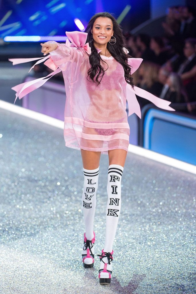 Lameka- Fox-2016-victoria-secret-fashion-show