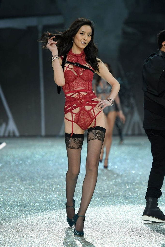 Liu -Wen-2016-victoria-secret-fashion-show