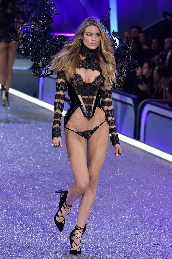 Martha- Hunt-2016-victoria-secret-fashion-show