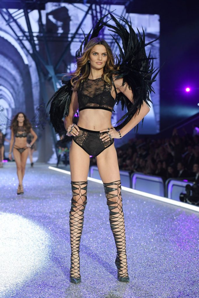 Barbara- Fialho-2016-victoria-secret-fashion-show