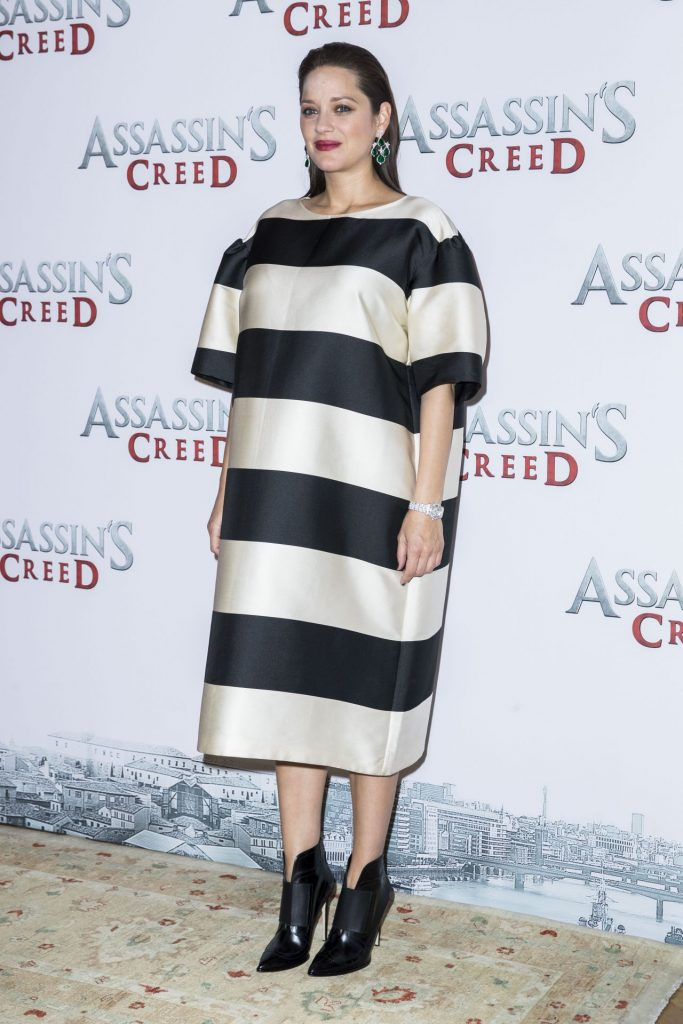 marion-cotillard-assassin-s-creed-photocall-in-paris-12-5-2016-10