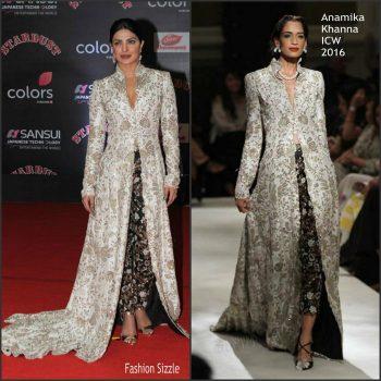priyanka-chopra-in-anamika-khanna-2016-stardust-awards-700×700