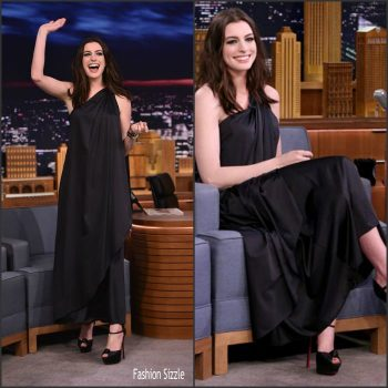 anne-hathaway-in-vintage-halston-tonight-show-starrring-jimmy-fallon-700×700