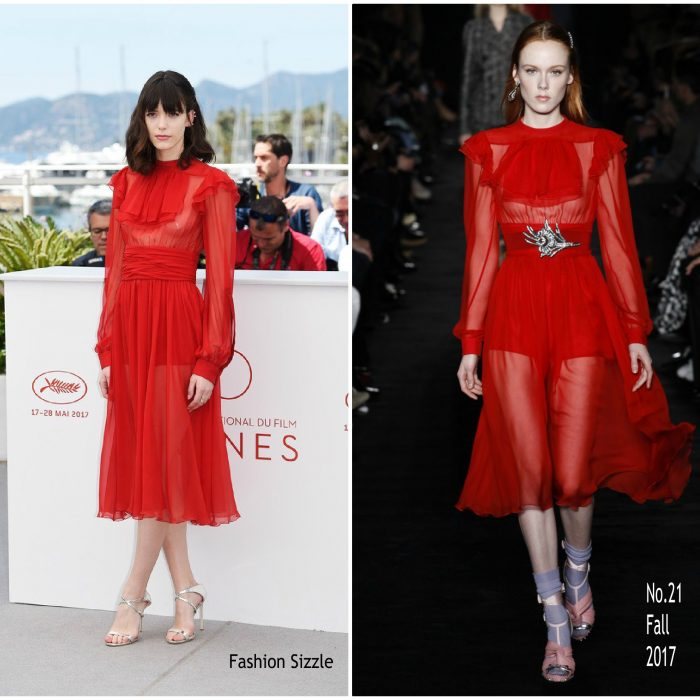 Stacy-Martin-In-No-21-Redoubtable-Photocall-Cannes-Film-Festival-Photocall-700×700