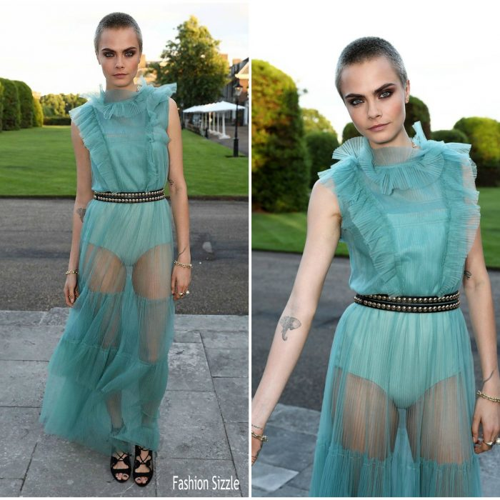 cara-delevingne-in-burberry-save-the-elephants-dinner-700×700