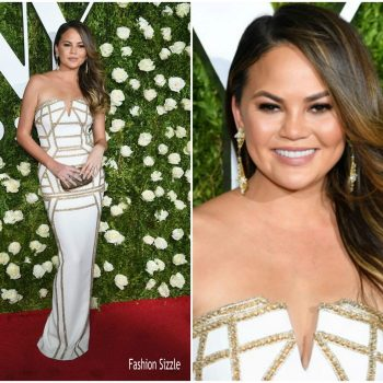 chrissy-teigen-in-pamella-roland-2017-tony-awards-700×700