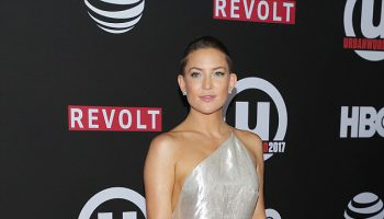 44A6A95E00000578-4914190-Shining_star_Kate_Hudson_was_equal_parts_chic_and_cool_while_cla-a-49_1506234085802