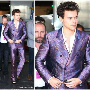 harry-styles-in-alexander-mcqueen-2017-aria-awards