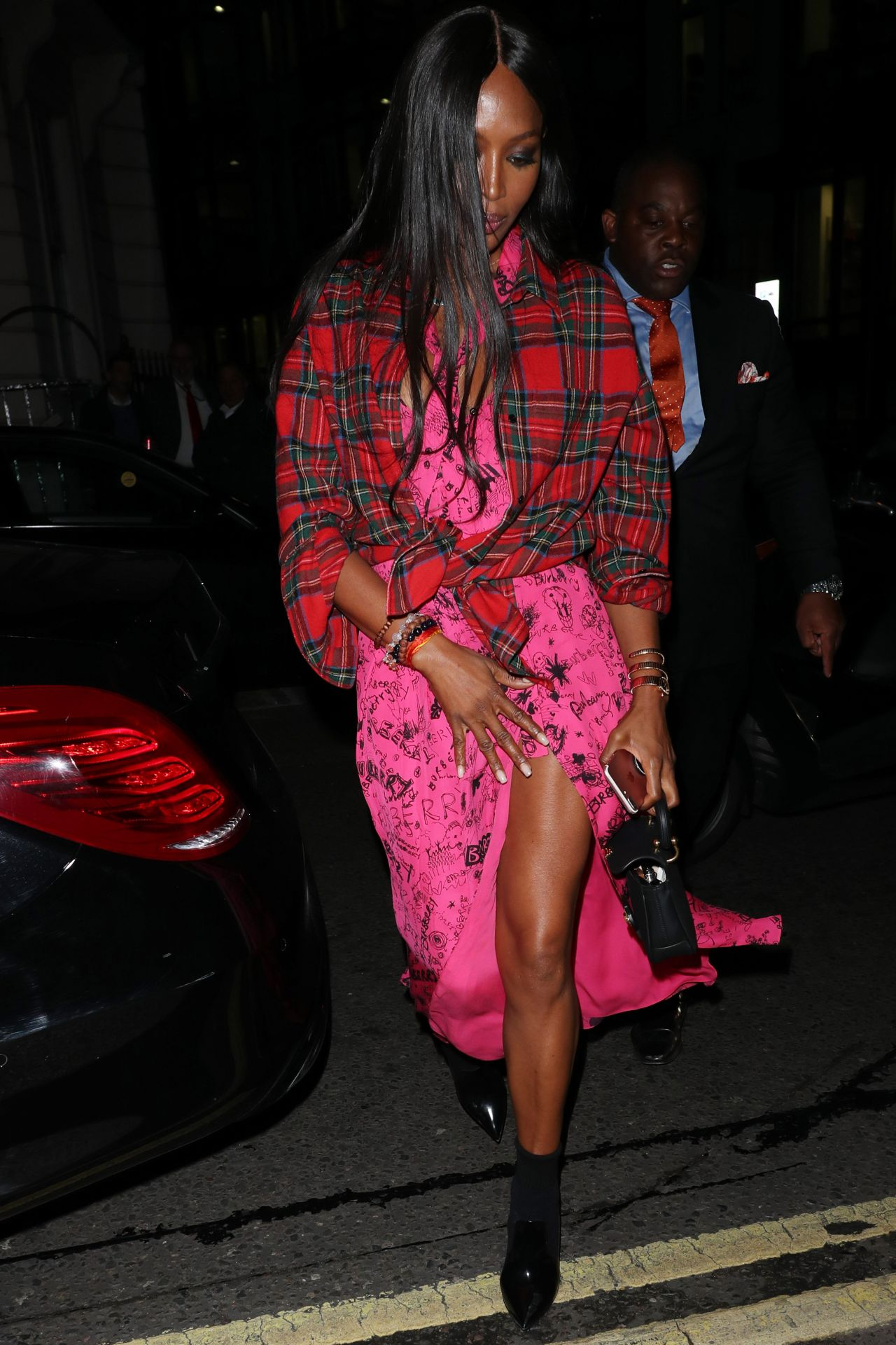 naomi-campbell-burberry-show-in-london-09-16-2017-3