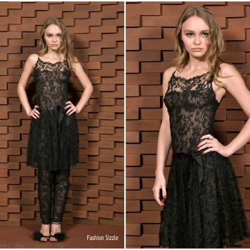 lily-rose-depp-in-chanel-chanel-metiers-dart-show-in-hamburg