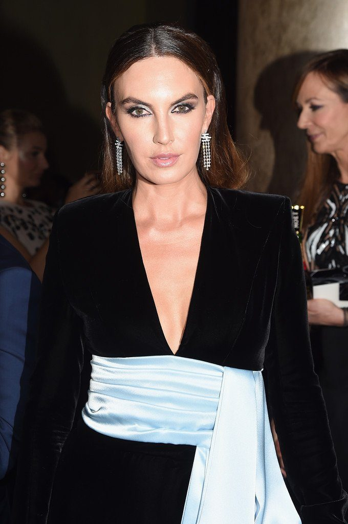 Elizabeth chambers in alexandre vauthier 2018 golden for Chamber of couture