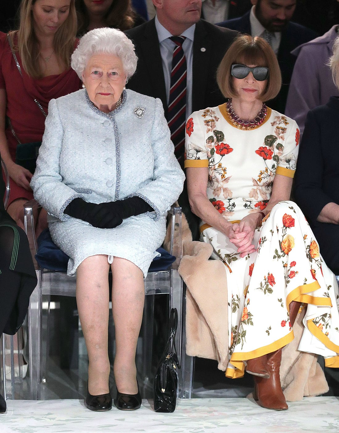 queen-elizabeth-ii-and-anna-wintour-richard-quinn-fashion-show
