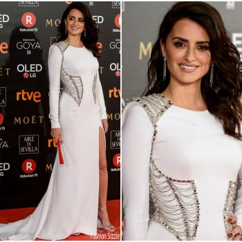 penelope-cruz-in-atelier-versace-2018-goya-awards