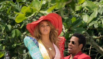 beyonce-and-jay-z-on-the-beach-in-jamaica-march-2018-6