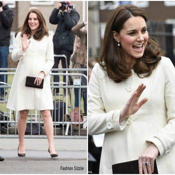 duchess-of-cambridge-in-jojo-maman-bebe-visiting-pegasus-primary-school-in-oxford