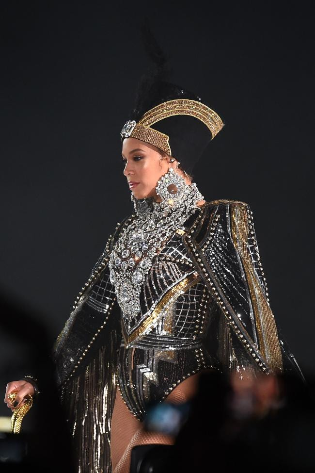 beyonces-wears-custom-balmain-egyptian-inspired-cape-headpiece-Coachella