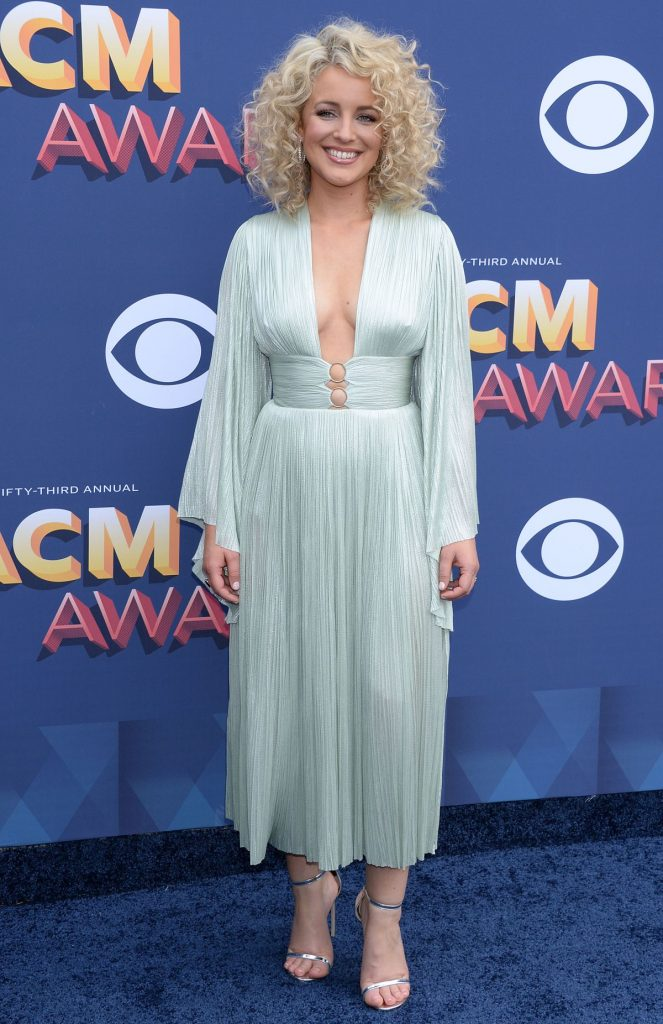 Country Singer Carly Pearce Cma Awards