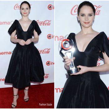 felicity-jones-in-oscar-de-la-renta-cinemacon-big-screen-achievement-awards