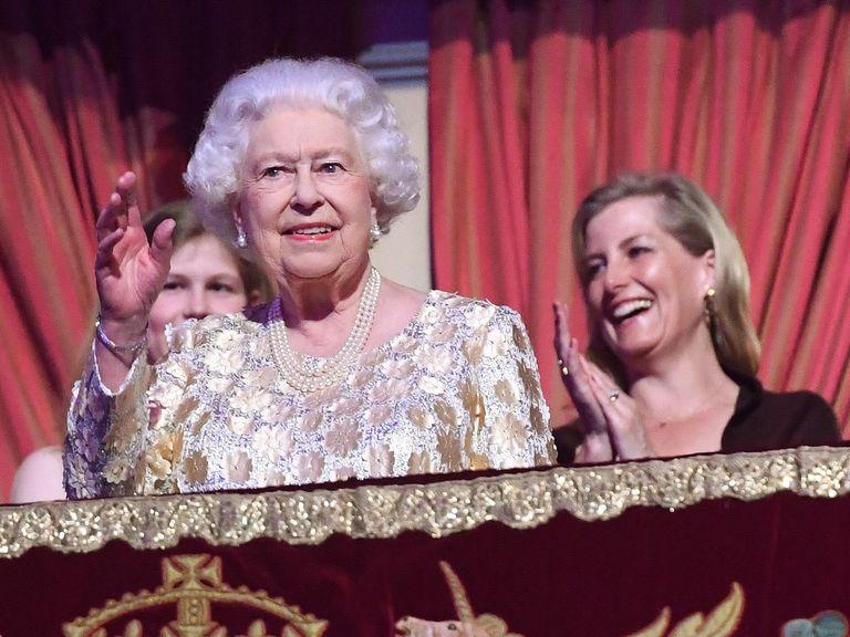 queen-elizabeth-11-celebrates-92-birthday